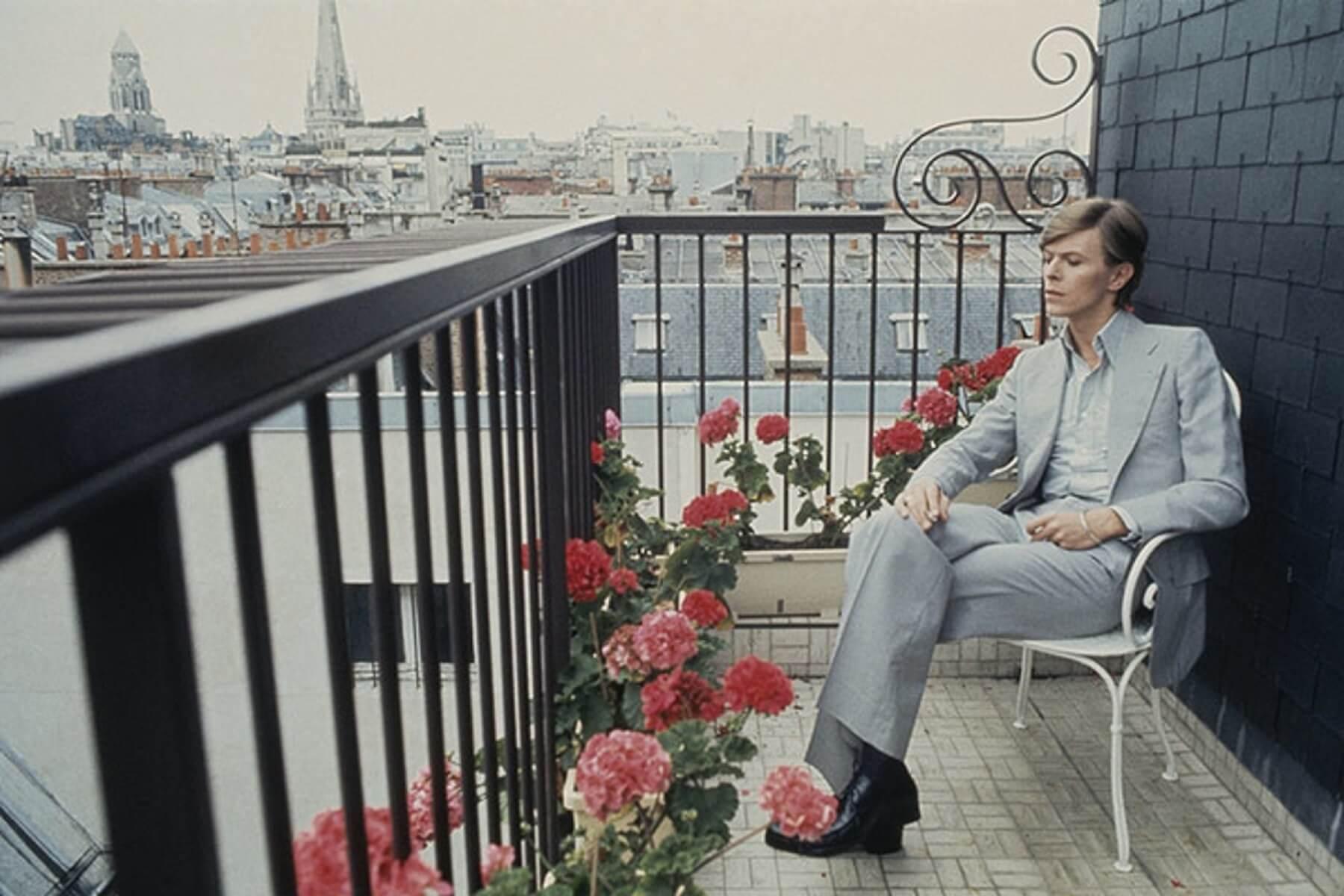 David-Bowie-in-Paris-1977