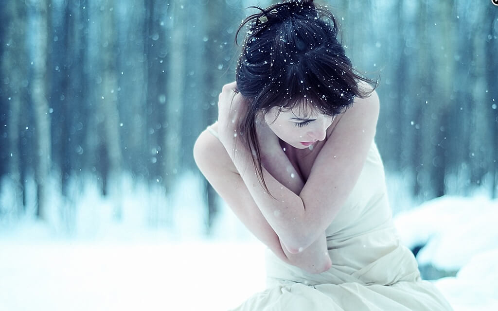 women_winter_snow_cold_maya-bg