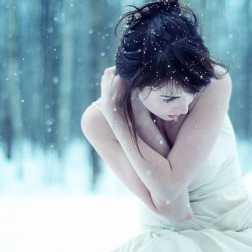 women_winter_snow_cold_maya-bg